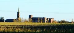 Tout au fond, Launac et son château.