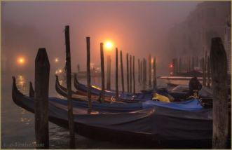 1220-gondoles-grand-canal-brouillard-venise