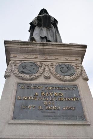 campo dei Fiori-statue Giordano Bruno